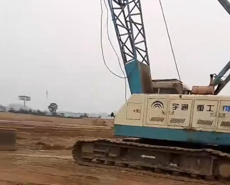大型高档建材厂房,原土地基基础,设备到场准备开工